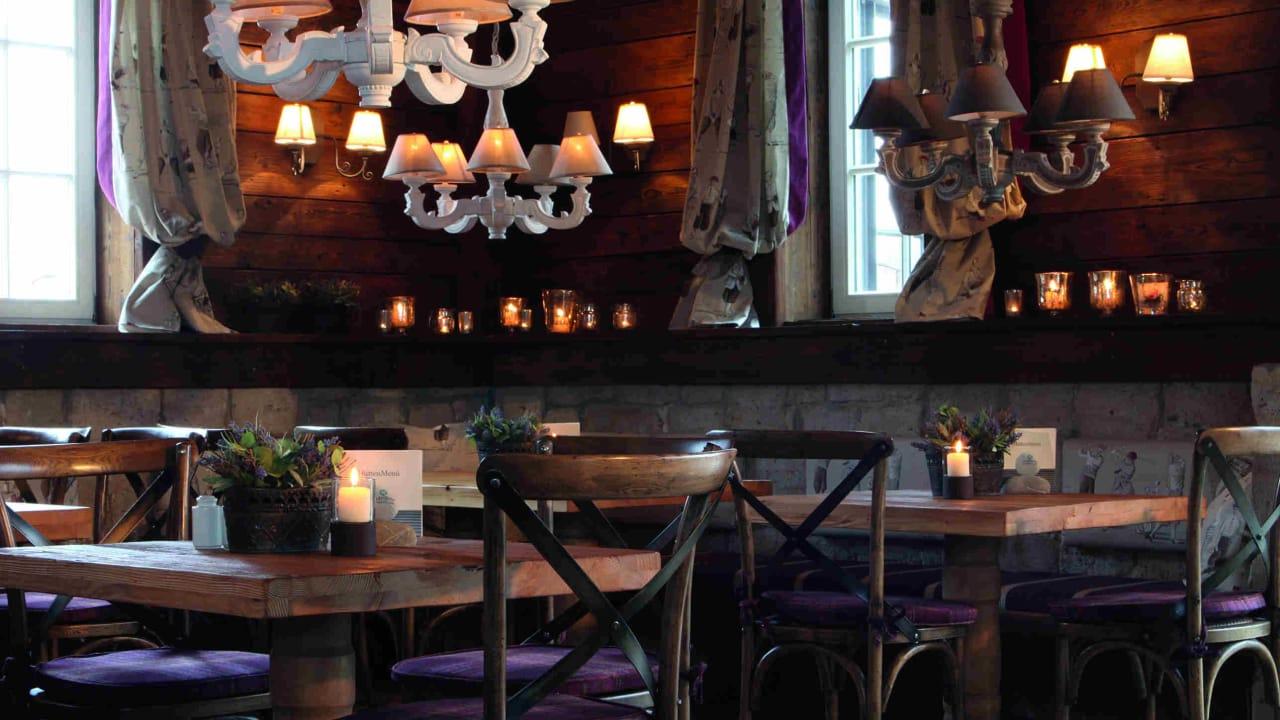 """Im Restaurant der """"GolfHütte""""  bekommt man schnelle, frische Gerichte serviert. (Foto: Spa & GolfResort Weimarer Land)"""