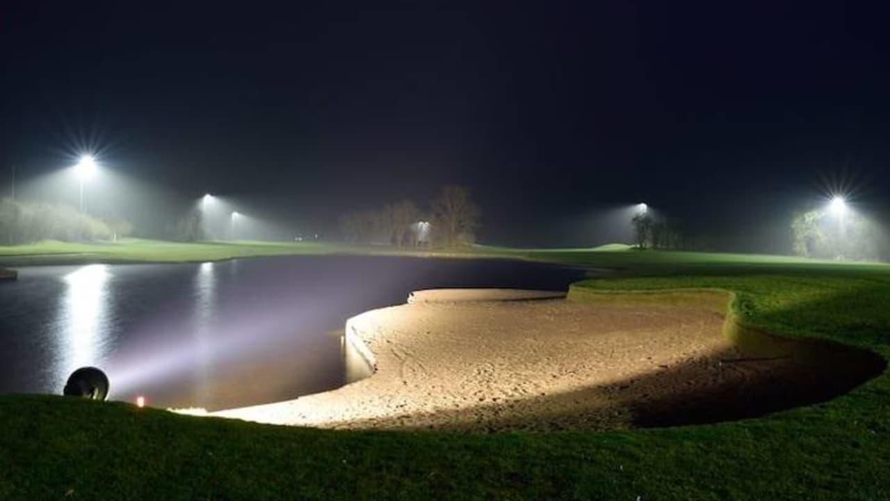 Seit Frühjahr 2017 sind die Bahnen 10 und 18 vom Big Apple Course mit Flutlicht beleuchtet. (Foto: Gut Apeldör)