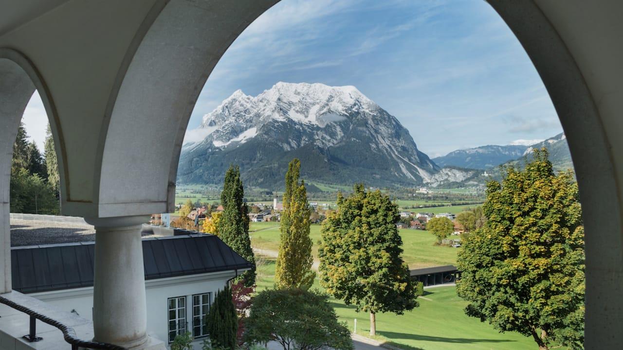 Aus den Doppelzimmern haben Sie einen herrlichen Ausblick auf den Grimming. (Foto: Richard Schabetsberger)