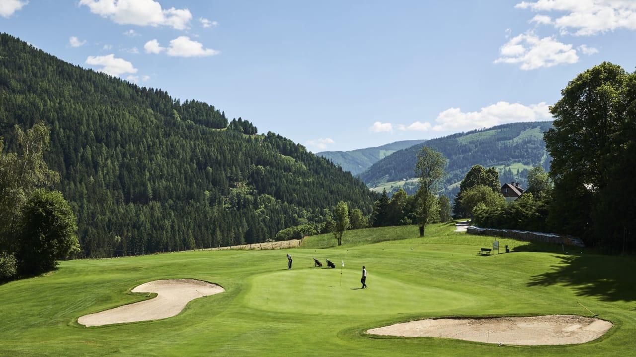 Der Golfplatz von Schloss Pichlarn ist eine der ältesten Anlagen in Österreich und zählt gemeinsam mit dem Romantik Hotel Schloss Pichlarn weltweit zu den schönsten Resort Anlagen. (Foto: Armin Walcher)