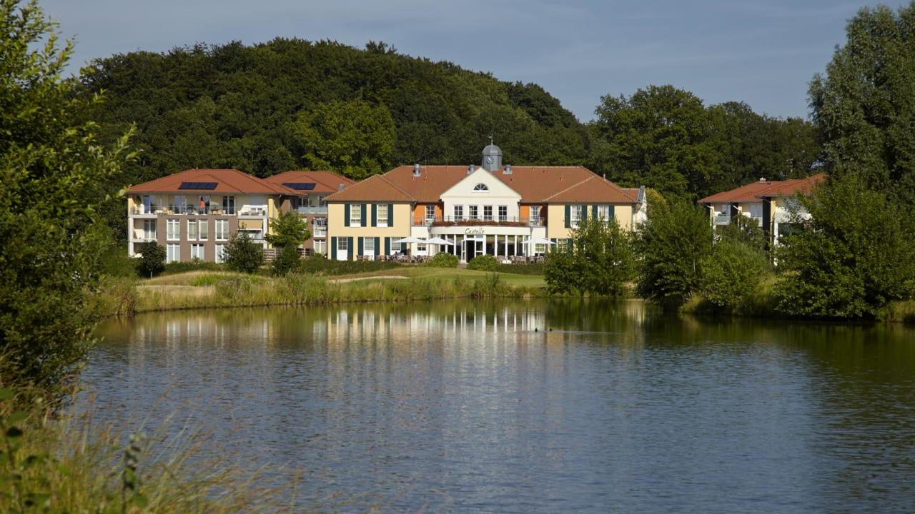 Der Blick auf das Castanea Resort Hotel vom Golfplatz Adendorf. (Foto: Castanea Resort Hotel)