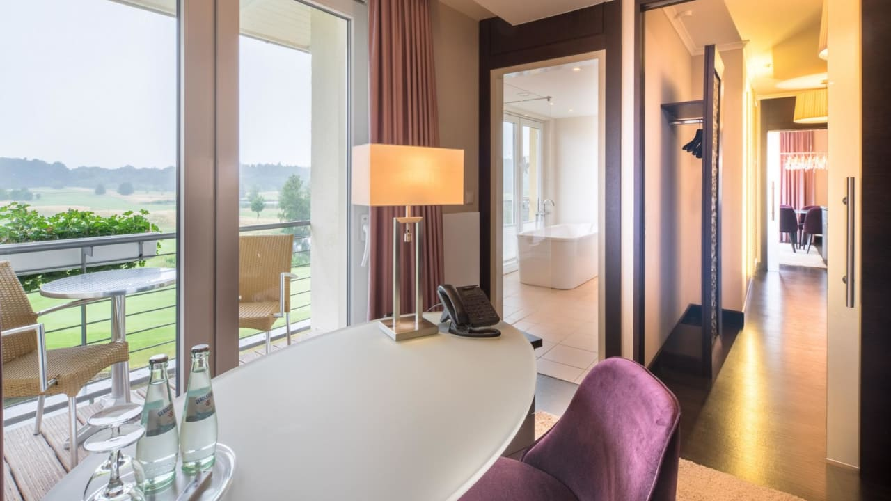 Blick aus der Golfersuite des Castanea Resort, (Foto: Castanea Resort Hotel)