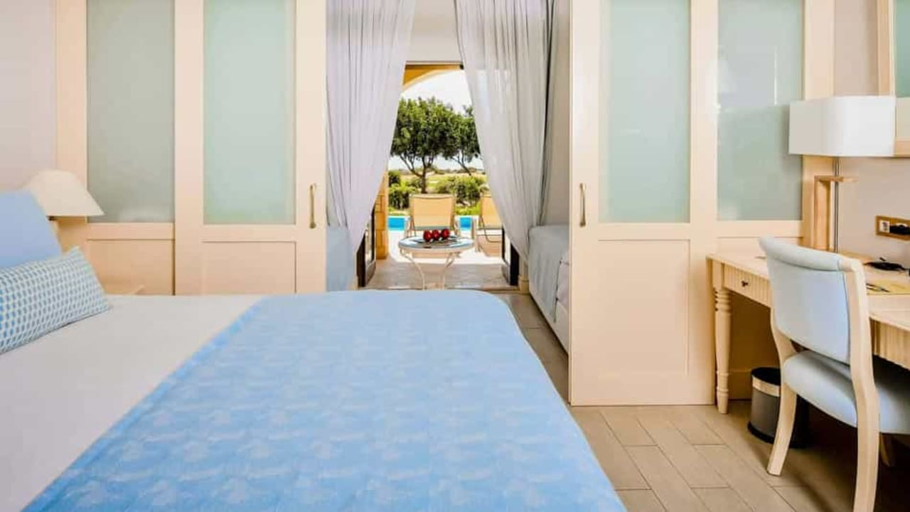Alternativ können Sie auch in den Ferienwohnungen und Apartments wohnen. Sie eignen sich besonders für diejenigen, die etwas mehr Ruhe und Freiraum genießen wollen. (Foto: Aphrodite Hills Resort)