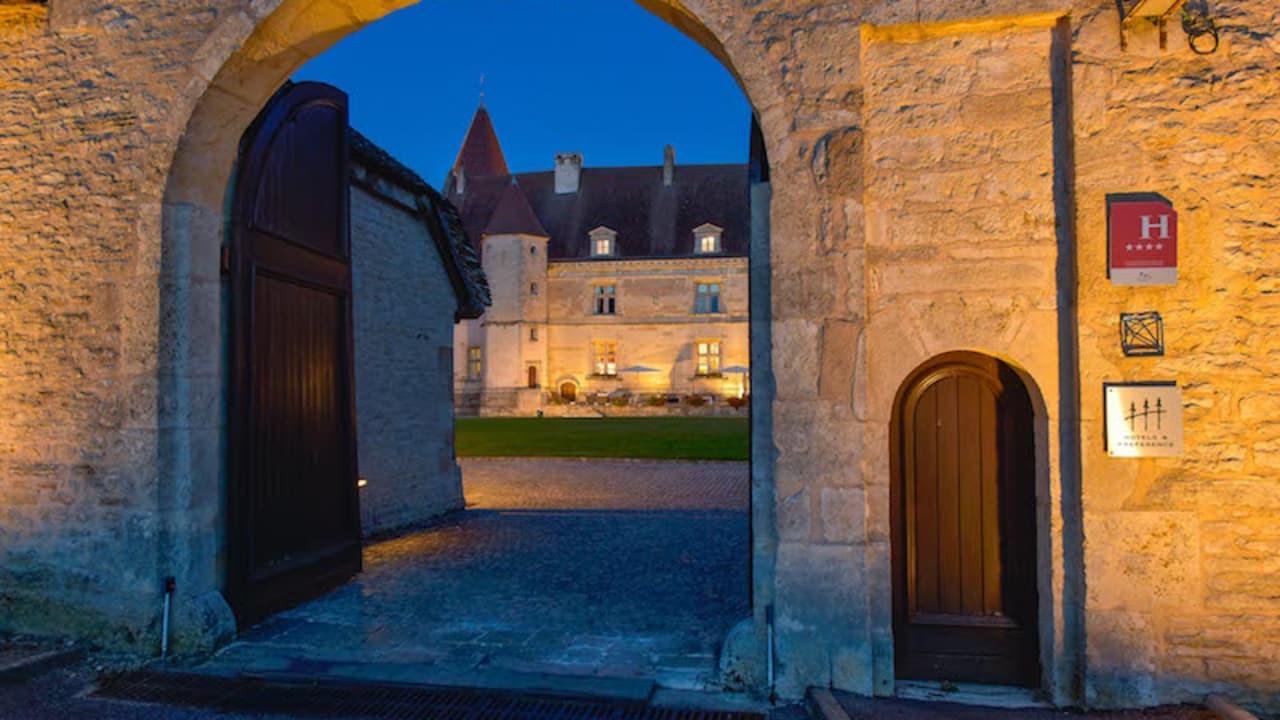 Das Schloss wurde zwischen 1987 und 1990 zu einem 4-Sterne-Hotel mit einem 18-Loch Golfplatz umgebaut. (Foto: Hôtel Golf Château de Chailly)
