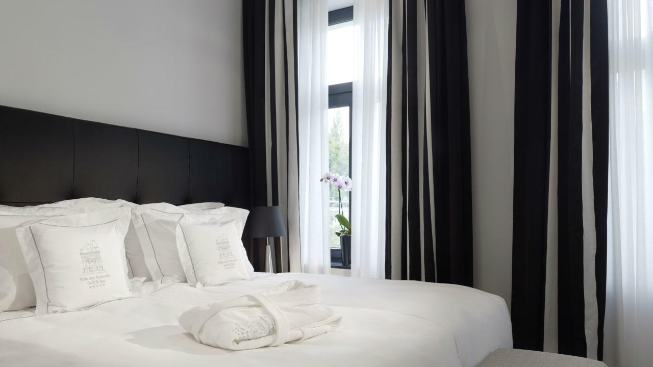 Die Schlaftzimmer der Suiten sind hell und modern gestaltet. (Foto: Boutique Hotel Villa am Ruhrufer Golf & Spa)