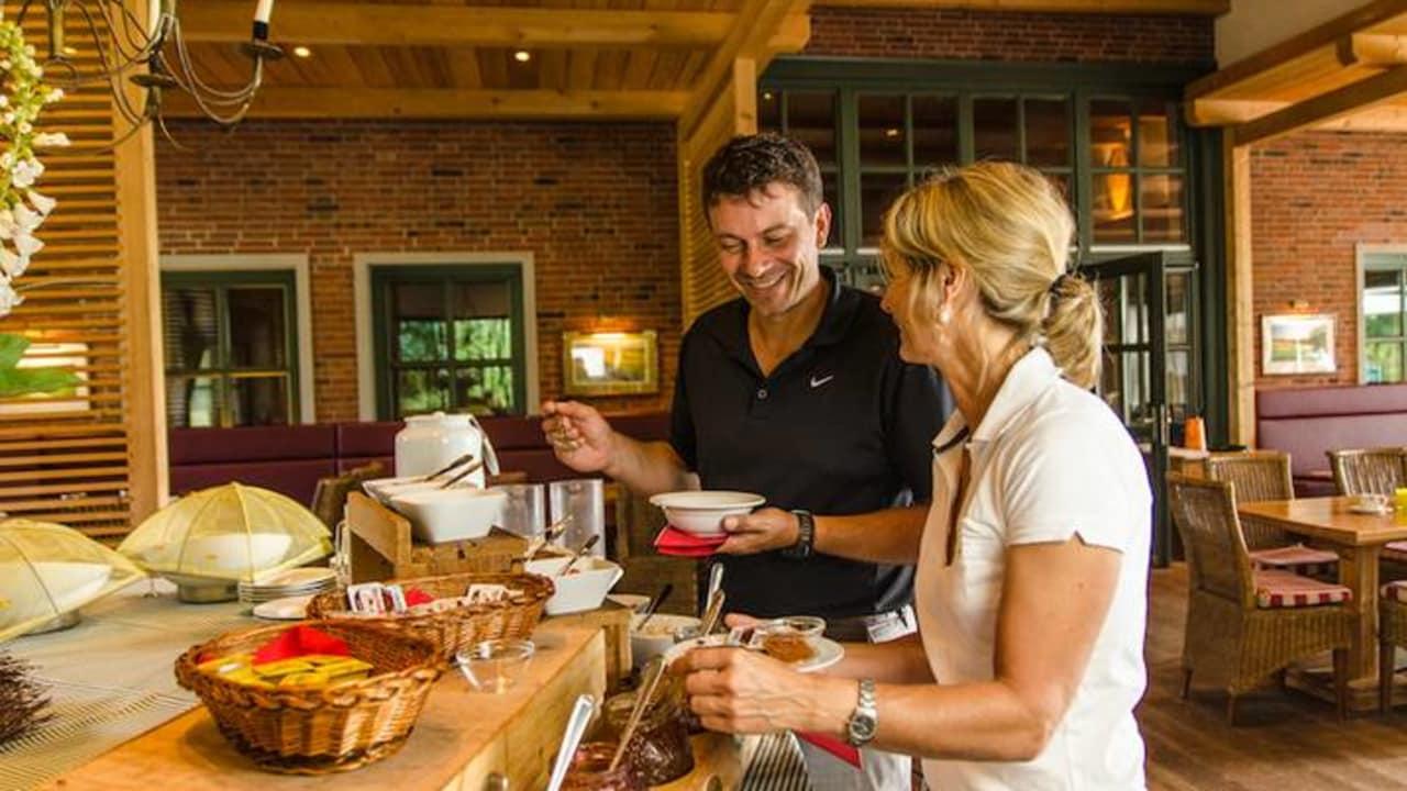 Bevor Sie auf den Golfplatz gehen, sollten Sie das ausgiebige Frühstück im Golfhotel Gut Apeldör  genießen. (Foto: Gut Apeldör)