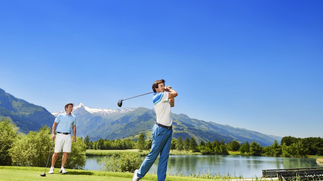 """Der Championship-Course Schmittenhöhe ist etwas Einzigartiges für anspruchsvolle Golfer. Seine 18 Löcher weisen viele """"risk and reward shots"""" auf. Schon ein Loch kann ausschlaggebend für die Runde sein. (Foto: Hotel Berner)"""