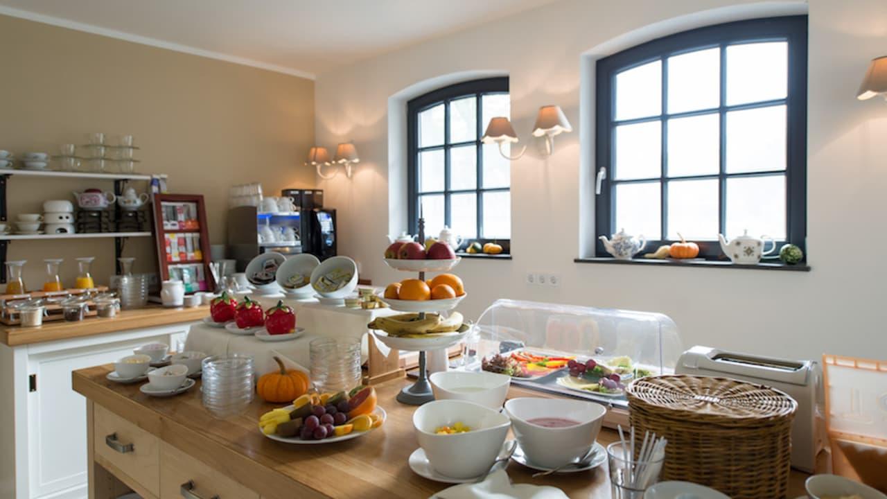 Nach einer erholsamen Nacht wartet ein ausgiebiges Frühstück auf die Hotelgäste. (Foto: Stefan von Stengel)