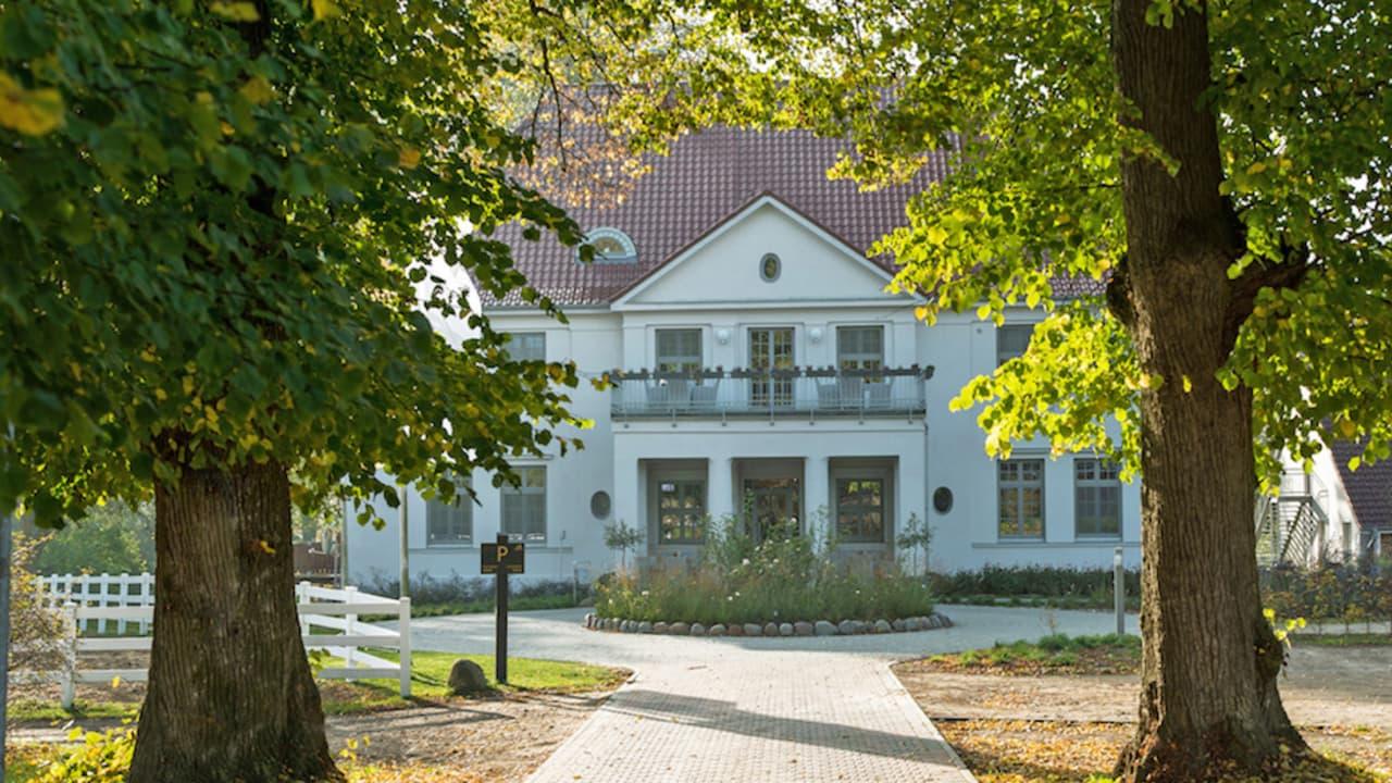 Vor den Toren der Landeshauptstadt Schwerin liegt Gut Vorbeck. Das großzügige Gutsgelände mit Gutscafé, Reitstall, Kanustation und nahegelegener Golfanlage bietet perfekte Voraussetzungen für einen erholsamen und abwechslungsreichen Urlaub. (Foto: Stefan von Stengel)