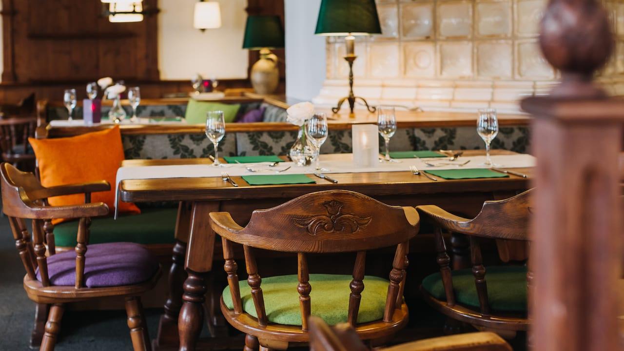 Im Restaurant können Sie an sieben Tagen die Woche leckere Mahlzeiten genießen: Montag bis Sonntag von 7:00 – 23:00 Uhr Warme Küche von 11:30 bis 21:30 Uhr. (Bild: Gutshof Sagmühle)