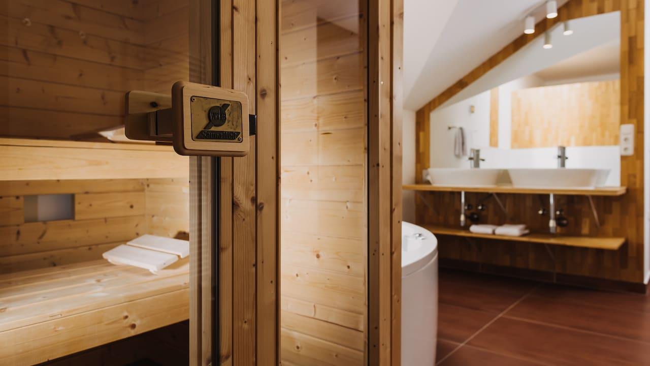 Perfekt um nach der Golfrunde zu entspannen, die Wellnesssuite Sauna. (Bild: Gutshof Sagmühle)