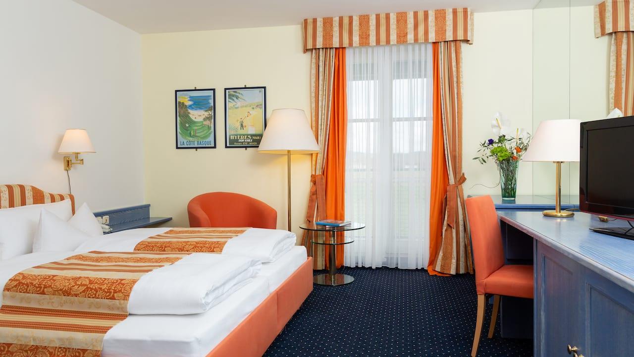 Jedes der Doppelzimmer West bietet Ihnen alle Annehmlichkeiten, um Ihren Aufenthalt so erholsam wie möglich zu gestalten. (Bild: Gutshof Sagmühle)