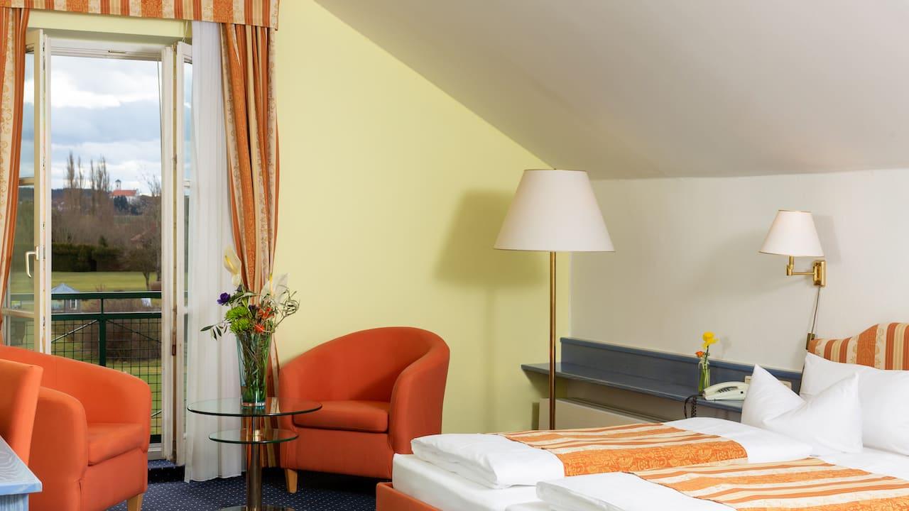 Die Junior Suiten mit kombiniertem Wohn- & Schlafbereich bilden eine herrliche Kulisse, um gute Tage beginnen und ausklingen zu lassen. (Bild: Gutshof Sagmühle)