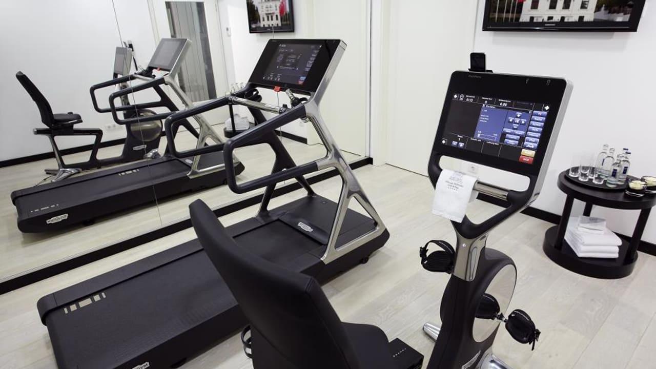 Ein Gym mit modernsten Fitnessgeräten steht jedem Gast zur Nutzung bereit. (Foto: Boutique Hotel Villa am Ruhrufer Golf & Spa)