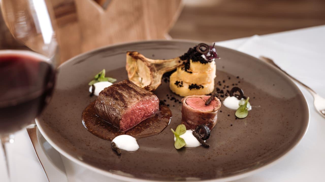 Genießen Sie exzellente Kulinarik aus der mehrfach ausgezeichneten Schloss Küche... (Foto: Richard Schabetsberger)