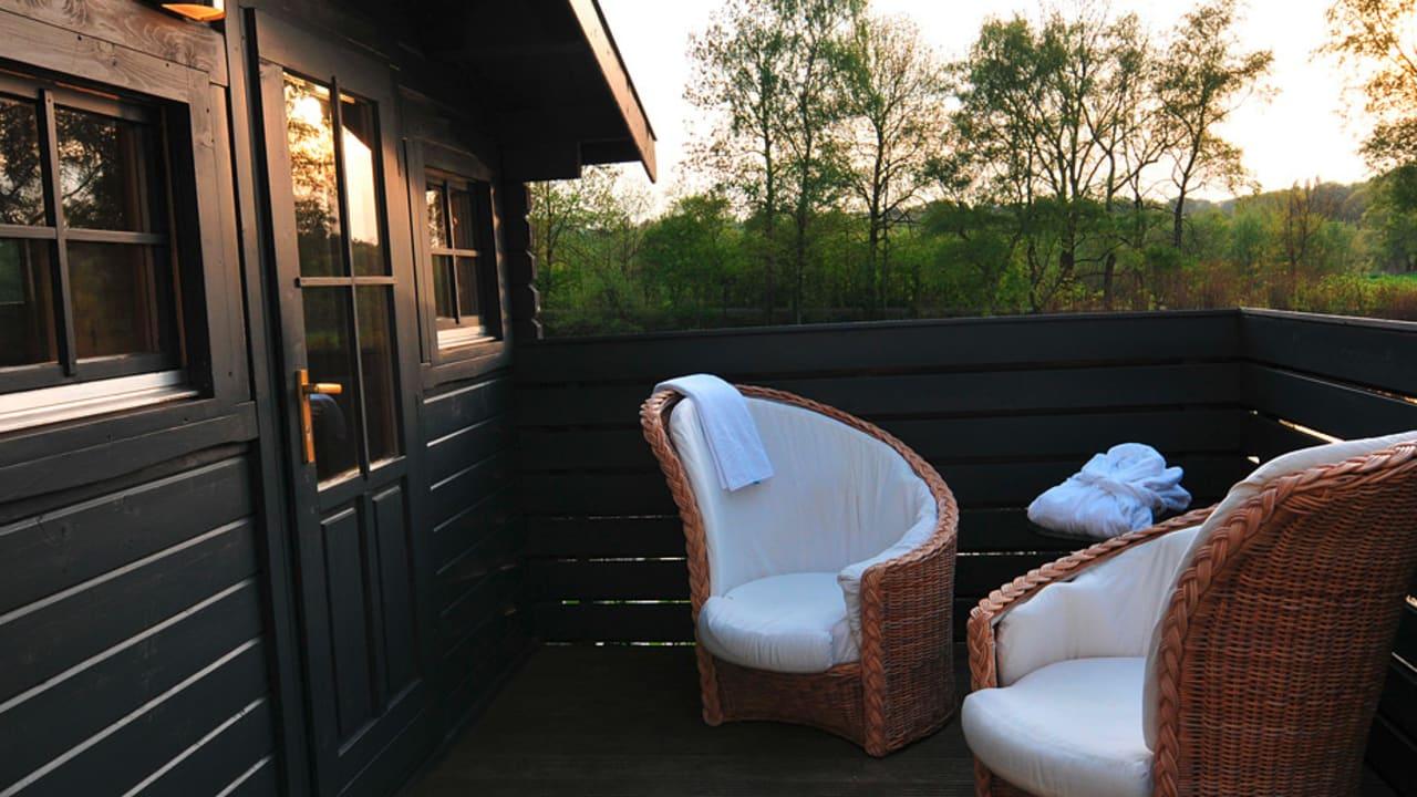 Die Sauna ist verpackt in einer schönen Holzhütte im freien. (Foto: Hotel am Ruhrufer Business & Golf)