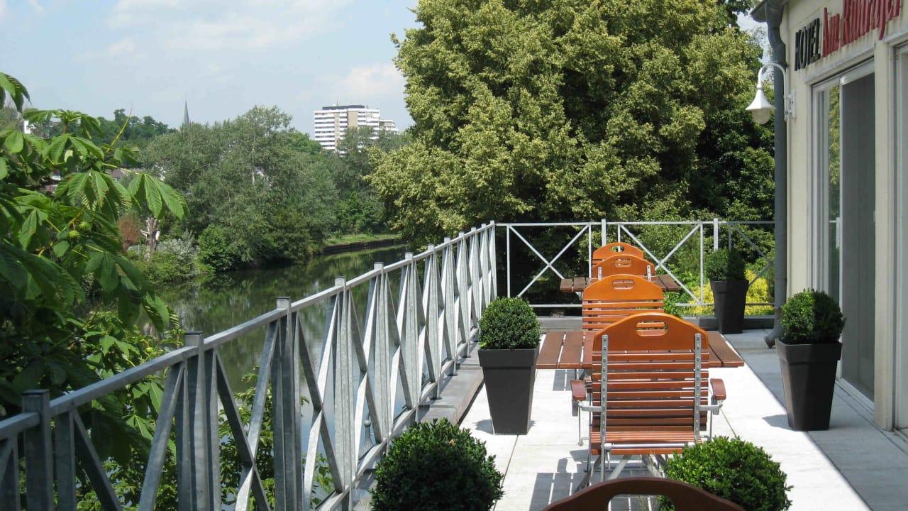Auf der Terrasse des Hotels kann man beim Essen die Aussicht auf die Ruhr genießen. (Foto: Hotel am Ruhrufer Business & Golf)