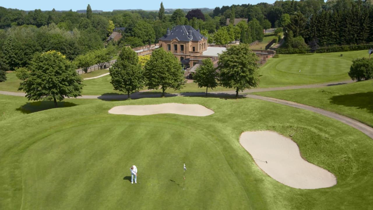 Außerdem können Sie den Kosaido International Golfcourse in Düsseldorf spielen. (Foto: Boutique Hotel Villa am Ruhrufer Golf & Spa)