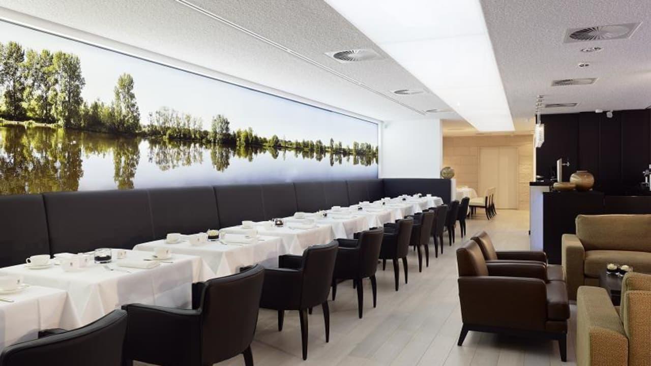 Der Restaurantbereich ist großräumig und einladent eingerichtet. (Foto: Boutique Hotel Villa am Ruhrufer Golf & Spa)
