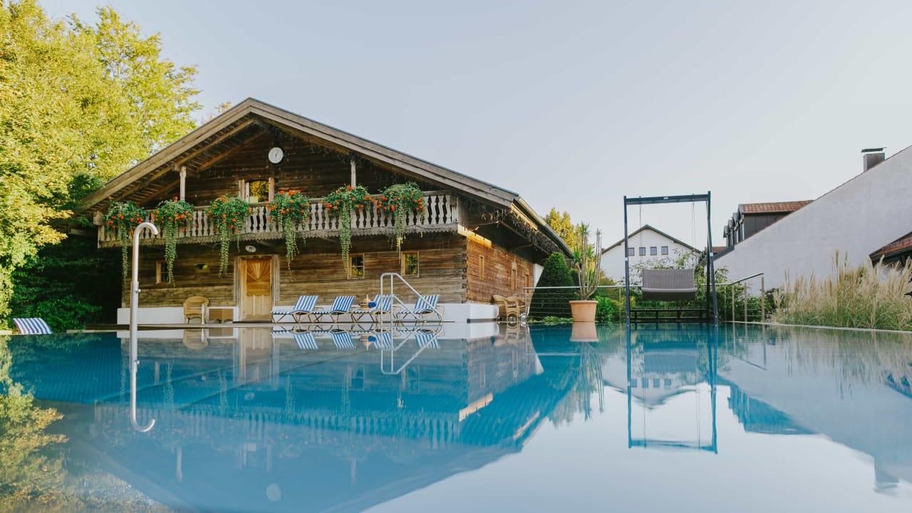<h2>Der große Saunastadl</h2>Vier verschiedene Saunen und ein Pool warten hier auf die Gäste des Hotels Drei Quellen Therme. (Foto: Hotel Drei Quellen Therme)