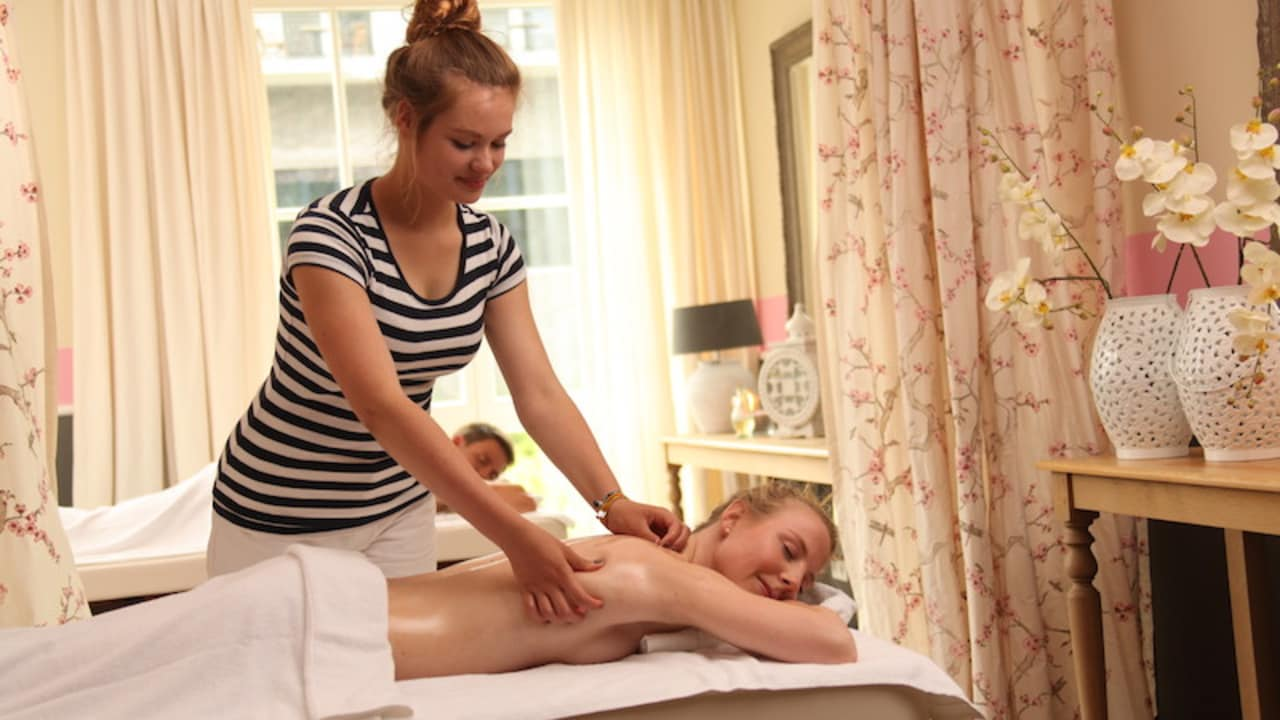 <h2>Entspannende Massagen</h2> Nach der Golfrunde bietet das Hotel verschiedene Möglichkeiten sich verwöhnen zu lassen (Foto: Schloss Basthorst)
