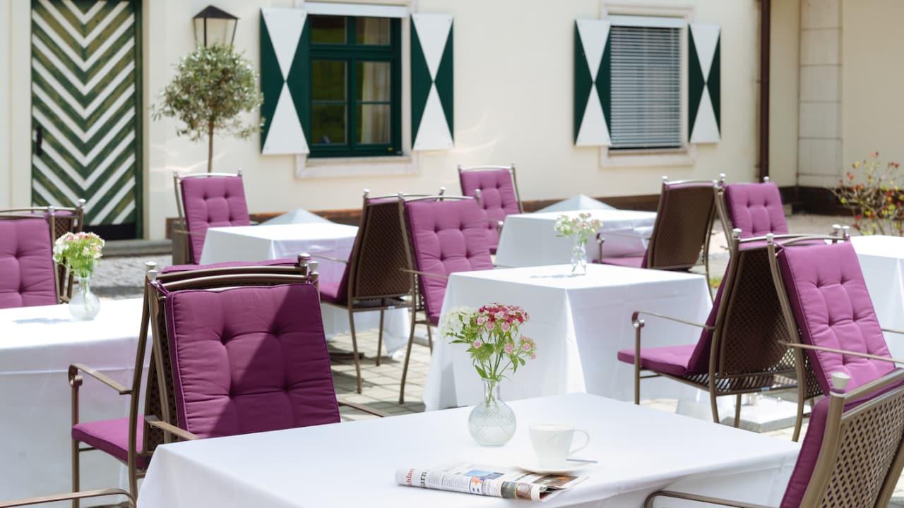Im Schloss Restaurant mit seiner herrlichen Sonnenterrasse genießen Sie das Pichlarner Schloss Frühstück. (Foto: Richard Schabetsberger)