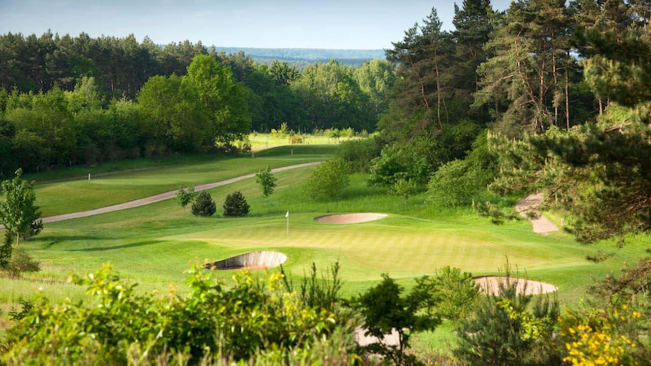 Als exklusives Partnerhotel bietet Gut Vorbeck attraktive Golf-Arrangements an. Individualreisende Übernachtungsgäste golfen zu einem um 20 Prozent ermäßigten Greenfee-Preis. (Stefan von Stengel)