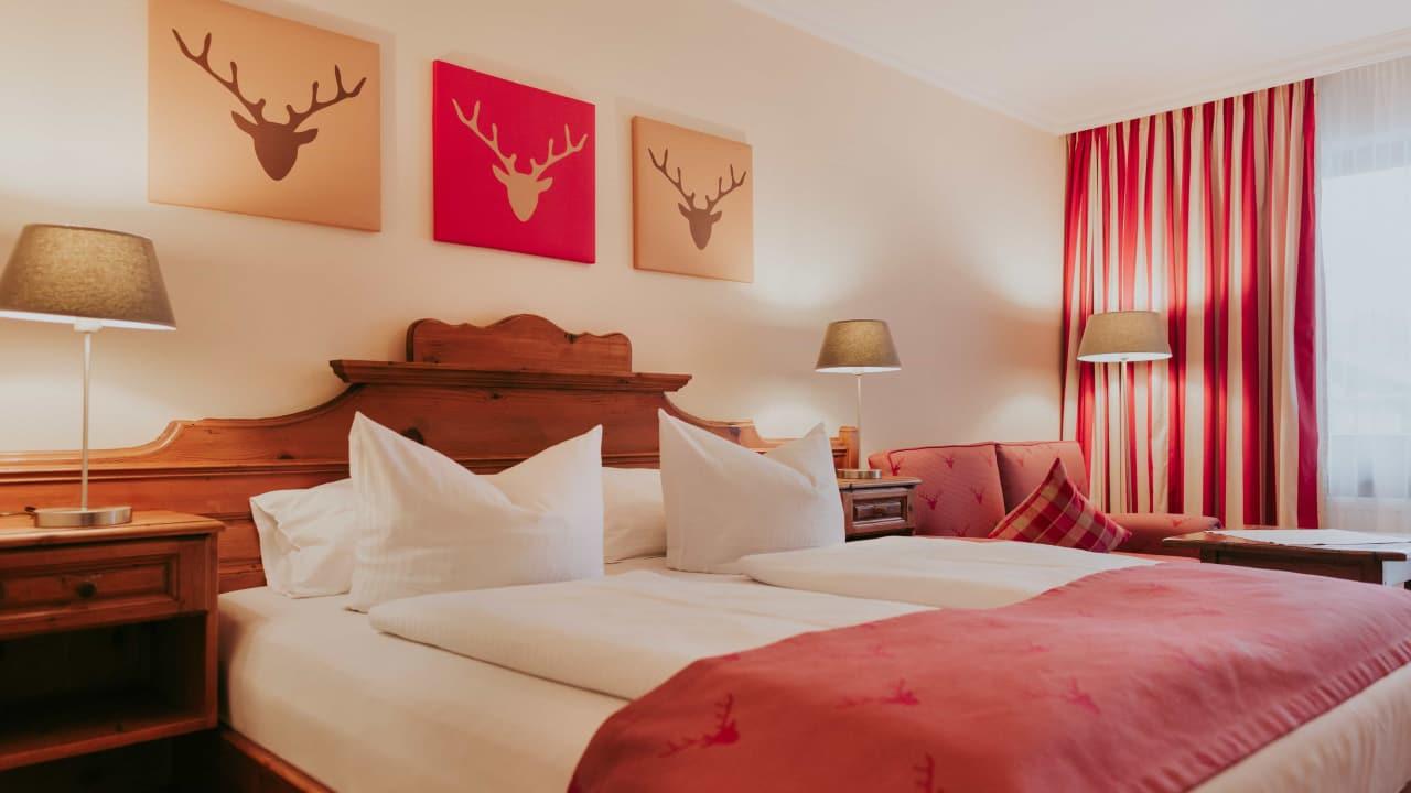 <h2>Doppelzimmer</h2>Bei einem solchen Empfang fühlen sich die Gäste sofort wohl und willkommen. (Foto: Hotel Drei Quellen Therme)