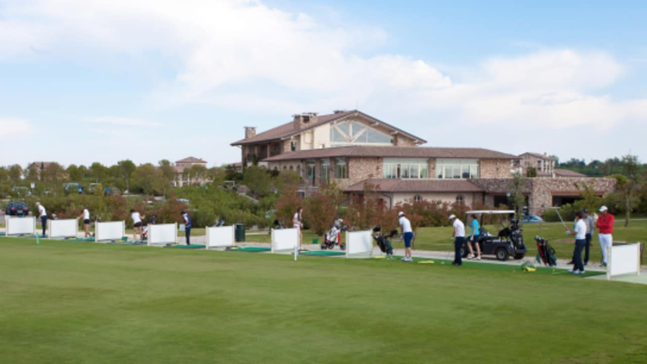 Die Golfanlage Chervò Golf San Vigilio bietet neben den attraktiven Golfplätzen auch gute Trainingsmöglichkeiten. (Foto: golf holiday italy)