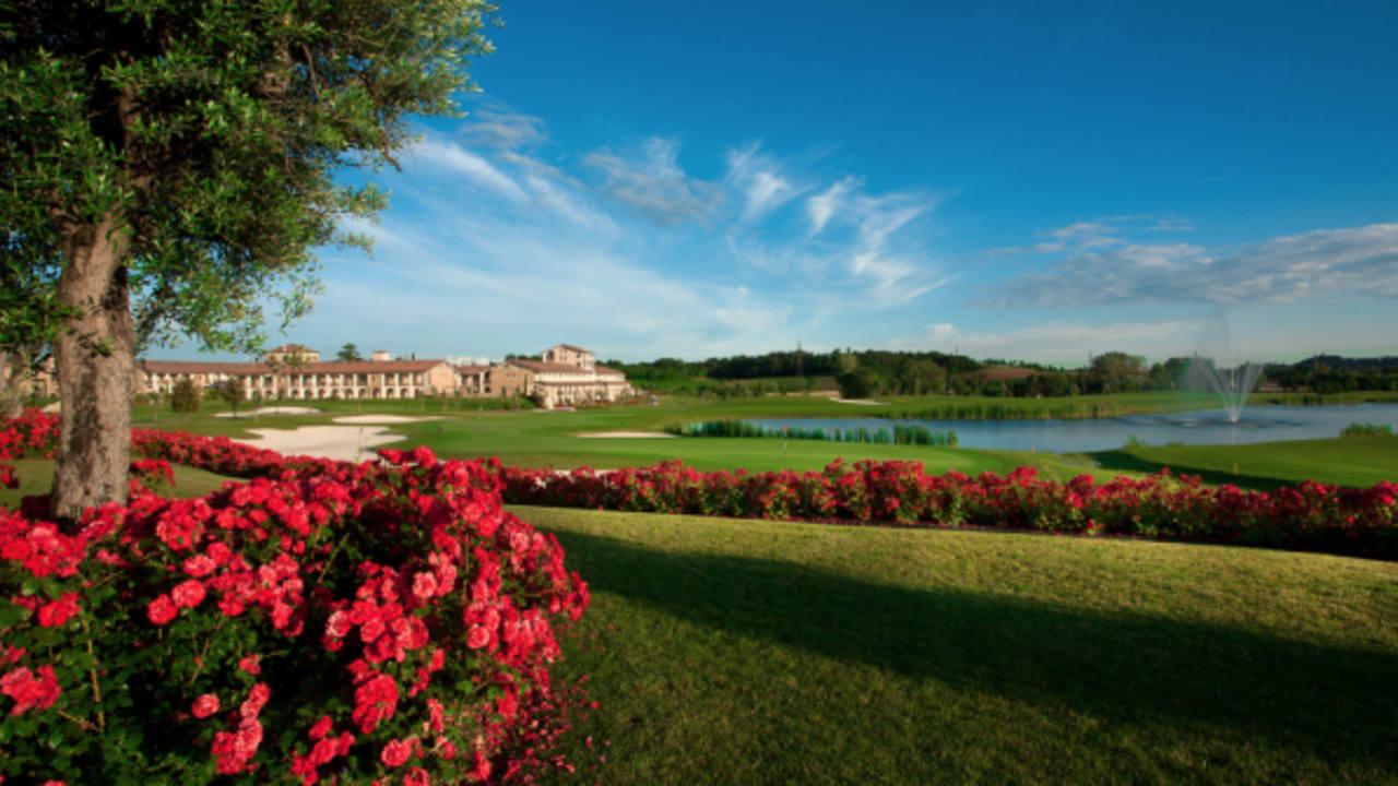 Nicht nur spielerisch, sondern auch optisch hat die Golfanlage Chervò Golf San Vigilio einiges zu bieten. (Foto: golf holiday italy)