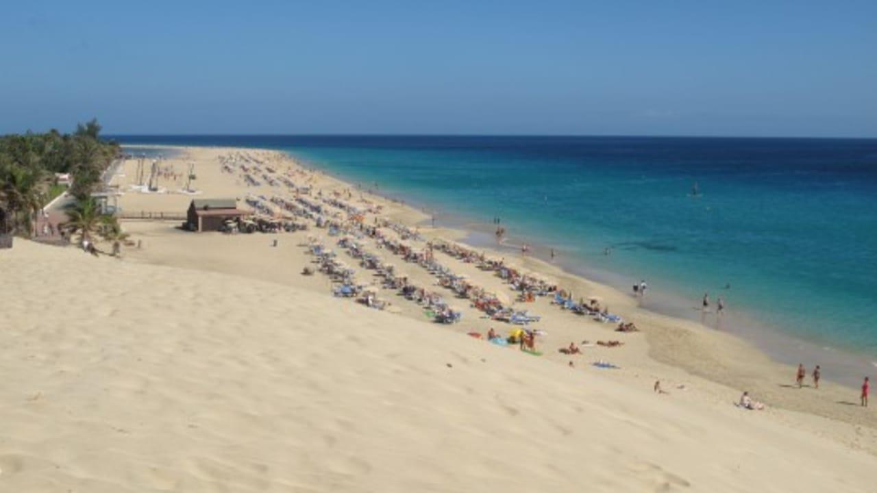 Die Kanarischen Inseln haben vor allem weiße Sandstrände und blaues Meer zu bieten. (Foto: Getty)