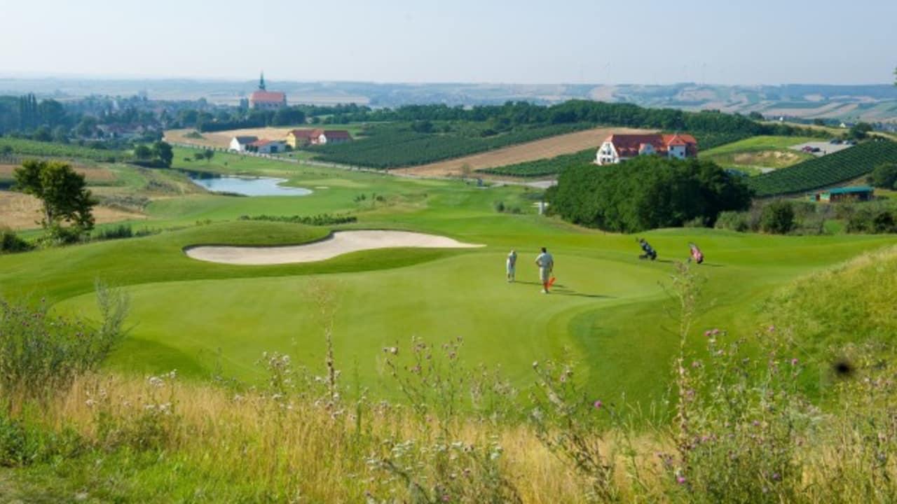 Im nördlichen Weinviertel lassen sich Wein und Golf im Golfclub Veltlinerland Poysdorf verbinden. (GC Vertlinderland Poysdorf)