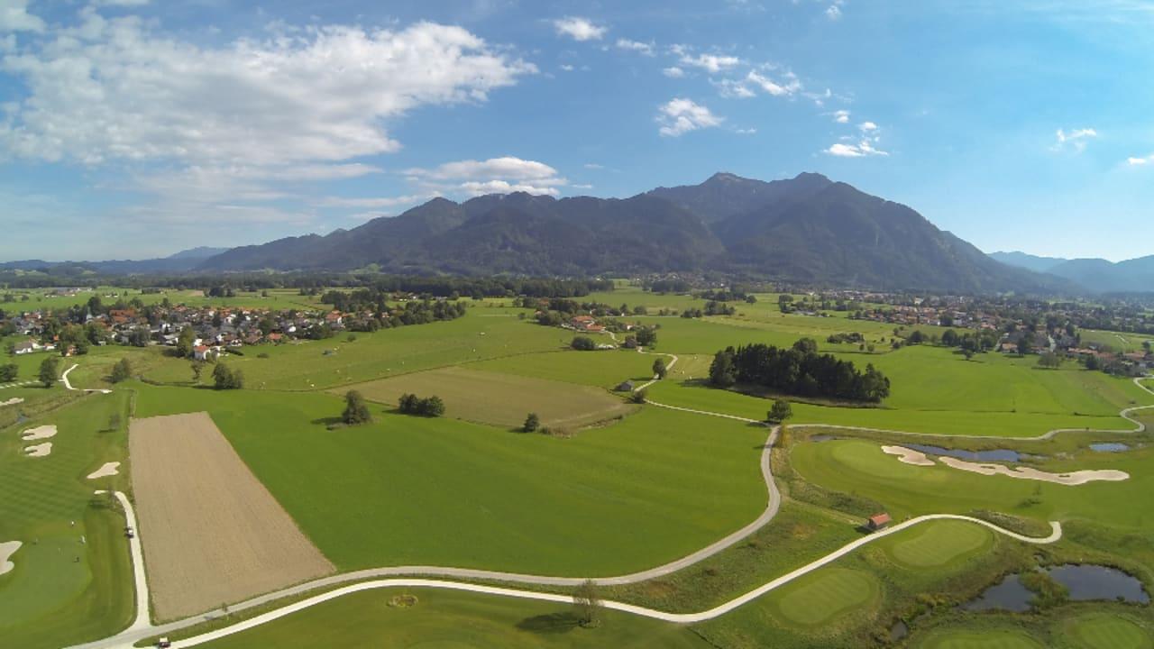 Luftaufnahme (Foto: Golf Resort Achental)