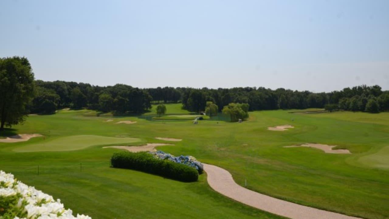 Die Terrasse des Clubhauses bietet einen schönen Ausblick auf das 18. Grün und auf den Abschlag des 17. Loches. (Foto: Golf Hotel Italy)