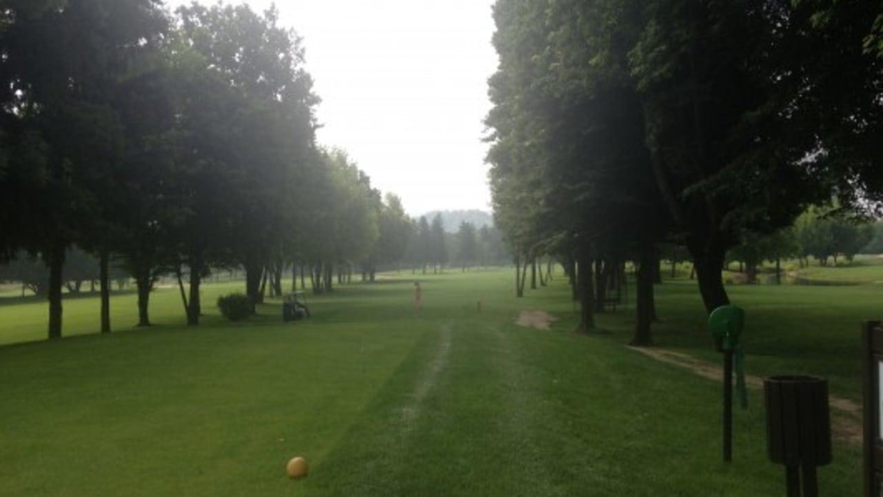 In Cherasco gibt es mehrere tausend Bäume. Der Parkland-Platz erfordert ein genaues Spiel, sonst muss man suchen. (Foto: Weihrauch)