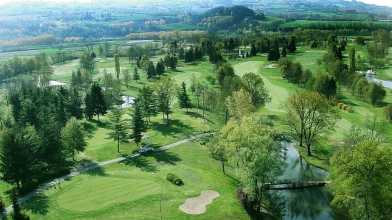 Cherasco uns seine vielen Bäume. Ein schöner Platz mit sehr schnellen Grüns, den man nicht verpassen sollte. (Foto: Weihrauch)