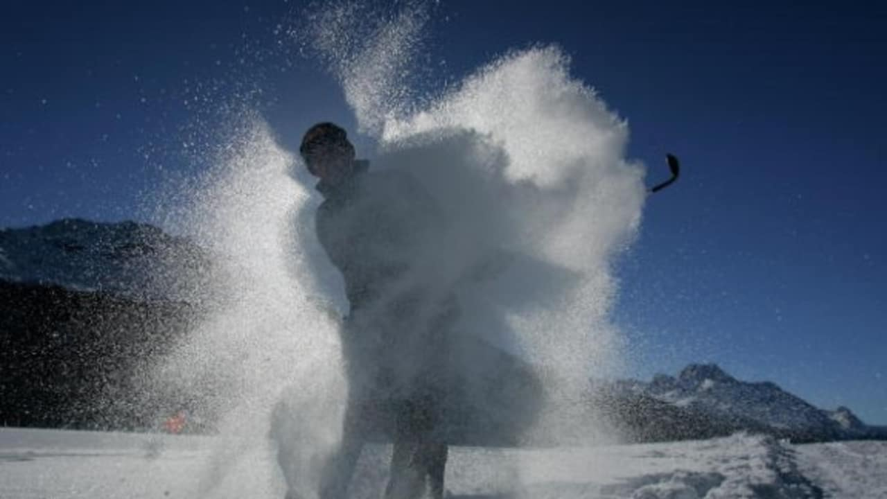 """<h2>Snow Golf Championship</h2> Selbstverständlich kommen auch Golfer auf ihre Kosten. Sogar im Winter! Jährlich findet die """"Chivas Snow Golf Championship"""" an wechselnden Orten statt. (Foto: Getty)"""
