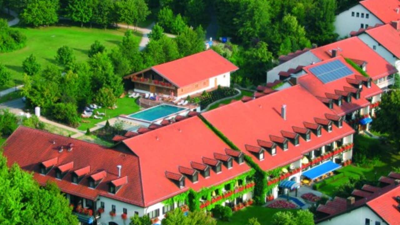 <h2>Das Hotel Drei Quellen Therme</h2>Ein Ort der Entspannung und Erholung. Kommen Sie nach Bad Griesbach und erleben Sie einen unvergesslichen Urlaub! (Foto: Hotel Drei Quellen Therme)
