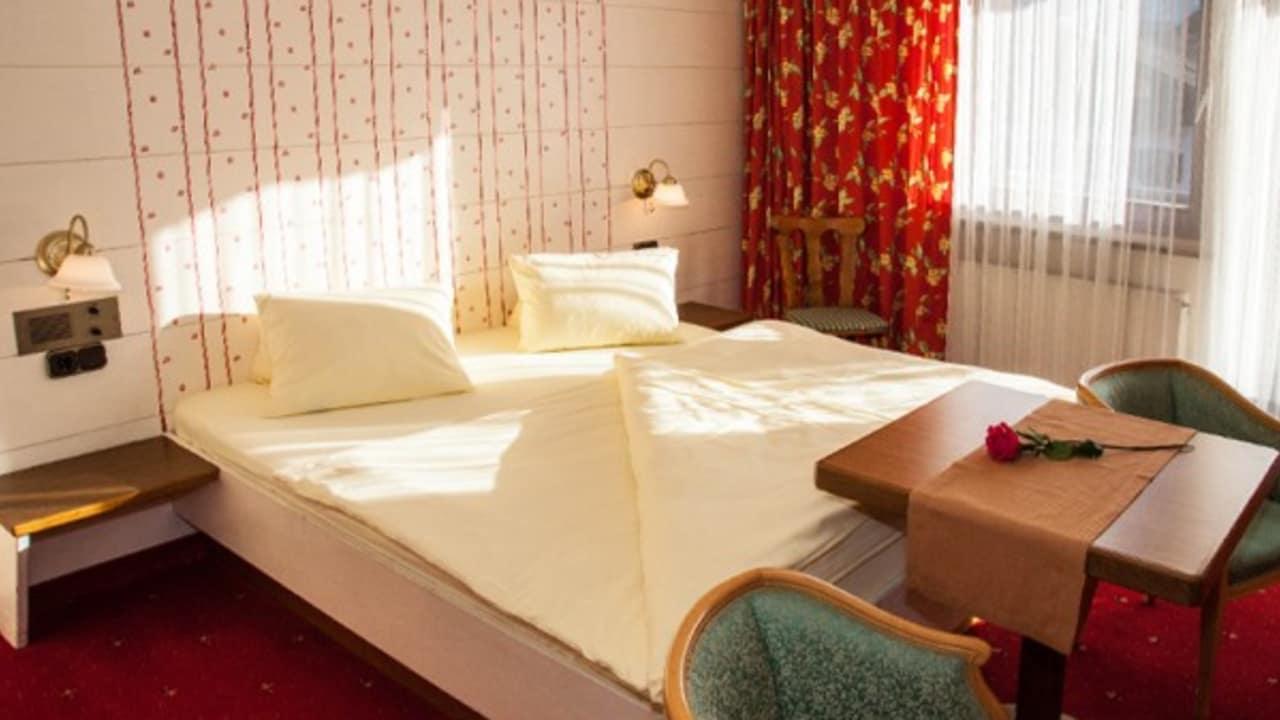 <h2>Appartement Typ 1</h2> Das gemütliche Doppelbett im Wohn- und Schlafraum des Appartements Typ 1.