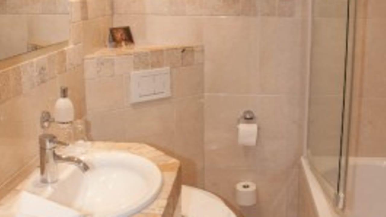 <h2>Bad</h2> Das neue Badezimmer der Appartements.
