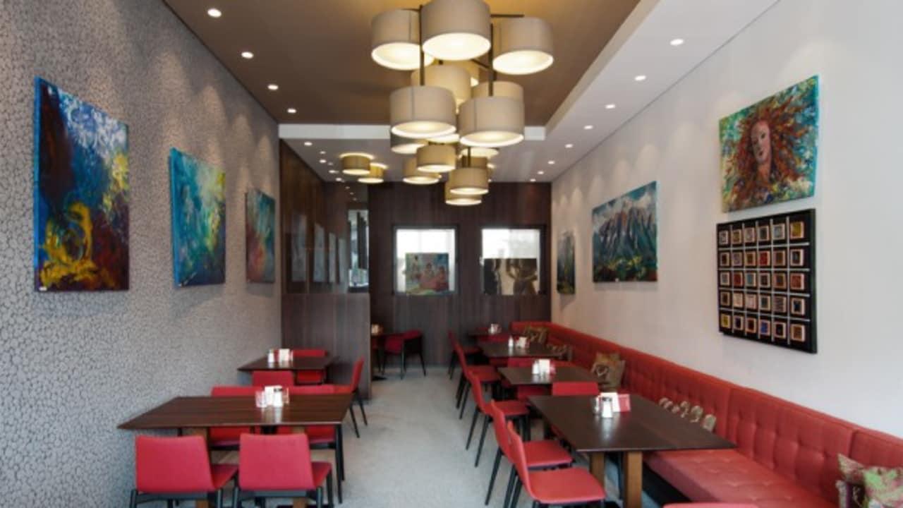 """<h2>Frühstücksraum</h2> Das lukullisches Frühstücksbuffet, welches keine Wünsche offen lässt, können Sie zwischen 7:30 Uhr und 11:00 Uhr genießen – sollten Sie zu den """"richtigen Langschläfern"""" zählen, dann servieren wir Ihnen auch nach 11.00 Uhr noch ein Frühstück!"""