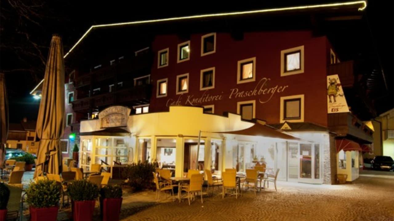 <h2>Das Hotel Ilgerhof bei Nacht</h2> Alle Appartements können auch als Hotelappartements, also mit kompletten Zimmerservice und Frühstück, gebucht werden.