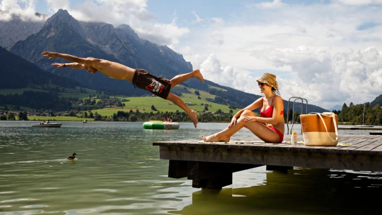 Im Sommer bietet der Walchsee die richtige Gelegenheit zum abkühlen und jeder Menge Badespaß. (Foto: Tourismusverband Kaiserwinkl)