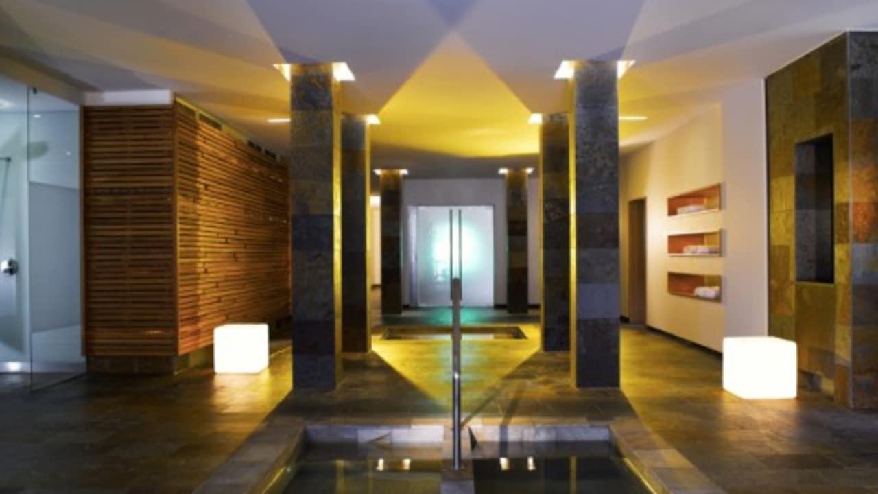 <h2>Wellnessbereich</h2>Perfekt geeignet für Gäste, die nach einem aufregenden Urlaubstag Ihre Ruhe suchen. (Foto: Hotel & Spa Carinzia)