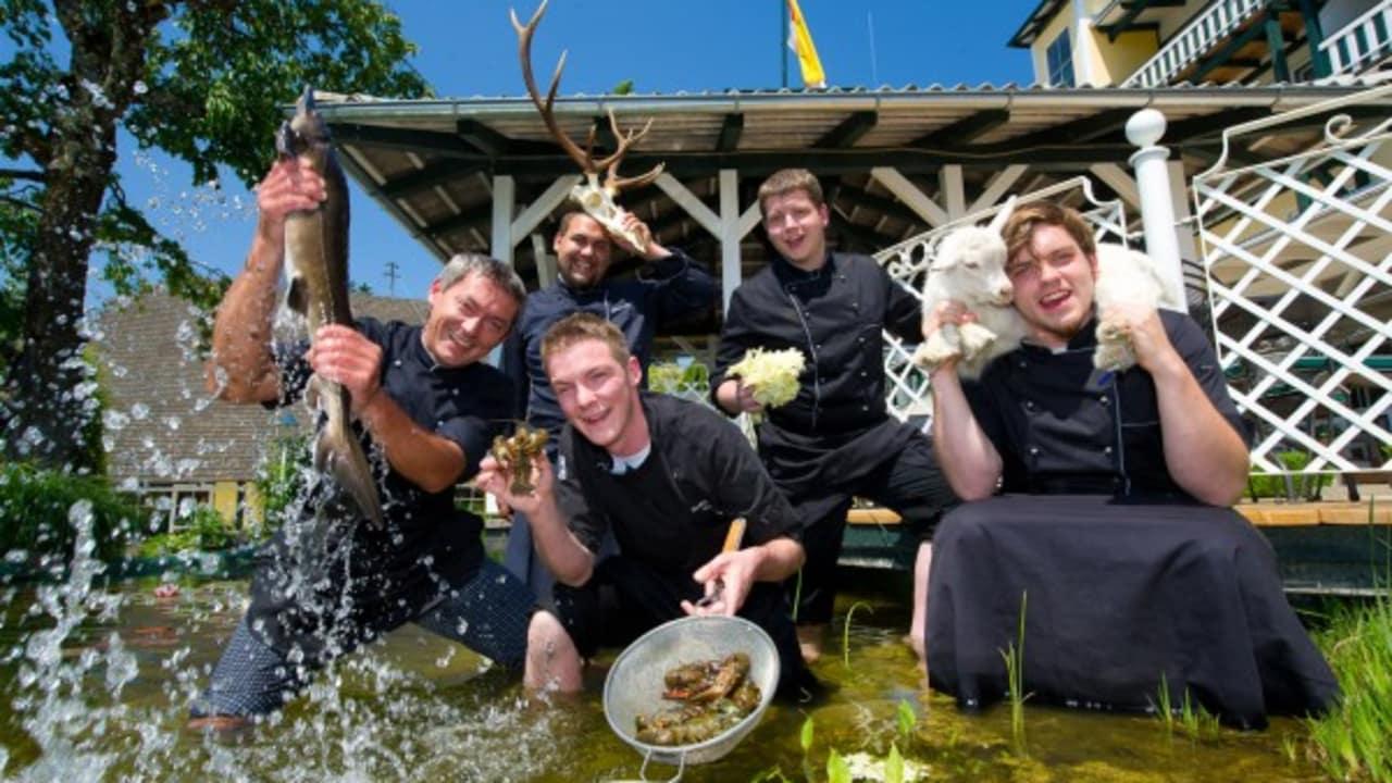<h2>Das Team</h2>Das gesamte Team des Hotels Moerisch heißt Sie herzlich willkommen und freut sich auf Ihren Besuch. (Foto: Das Moerisch)