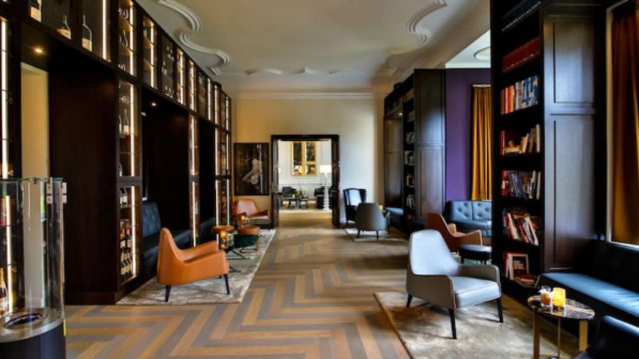 """Loungebereich """"Wine & Book"""" Schlosshotel Fleesensee."""