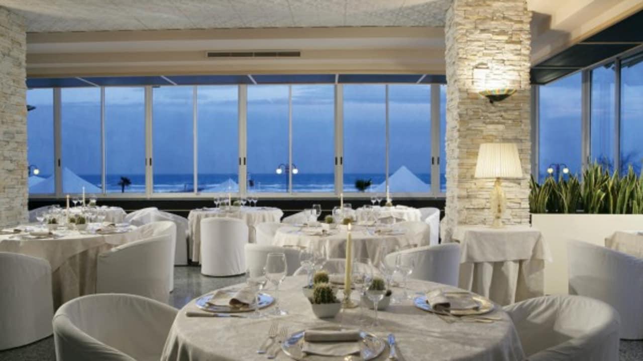 Restaurant mit Meerblick. (Foto:Park Hotel Brasilia)