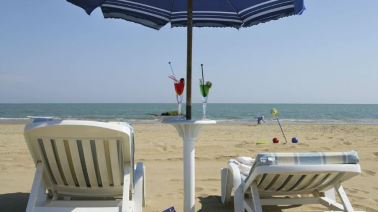 Strand mit eigenen Liegen des Hotels. (Foto:Park Hotel Brasilia)