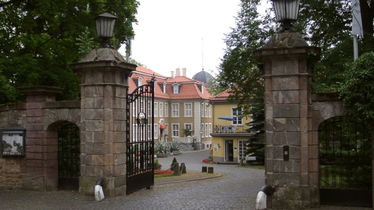 Den Gästen des Hauses stehen kostenlose Parkplätze zur Verfügung. Ein kleiner Tagesausflug mit dem Auto zum höchsten Berg im Harz (1141 m), dem Brocken, ist sehr zum empfehlen (Foto: Parkhotel Schloss Meisdorf)
