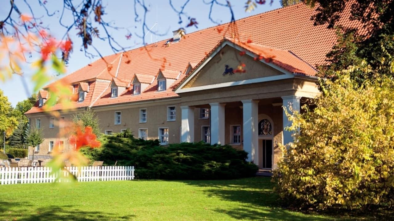 Ganz in der Nähe finden sich Sehenswürdigkeiten wie das Schloss Falkenstein aus dem 12. Jahrhundert und die malerische Straße der Romantik wider. (Foto: Parkhotel Schloss Meisdorf)